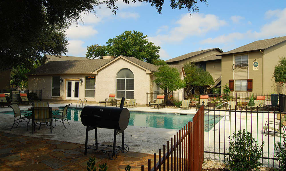 Swimming pool and patio at Toscana Apartments