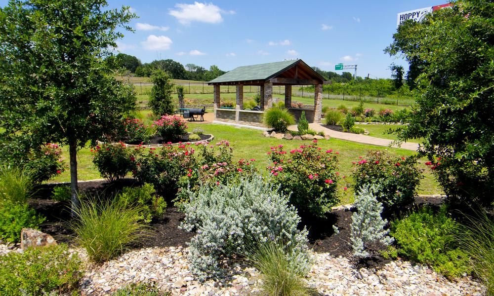 Beautiful Park with Garden at Tuscany Apartments in Fort Worth, TX