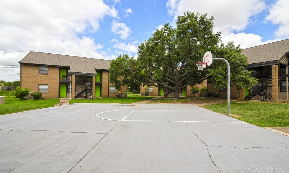 Renaissance Park Apartments offers a great for entertaining basketball court in College Station, TX