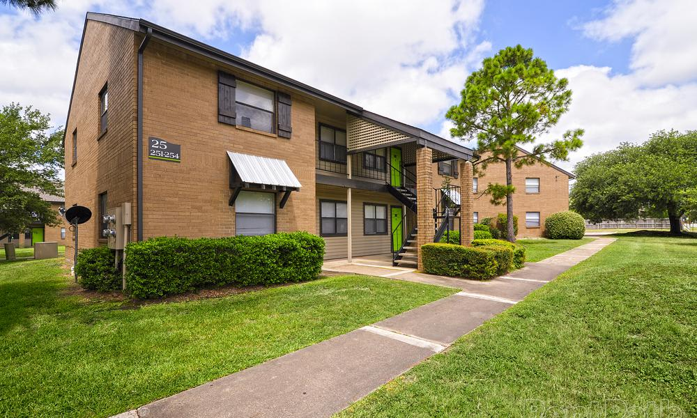 Renaissance Park Apartments offers a walking paths in College Station, TX