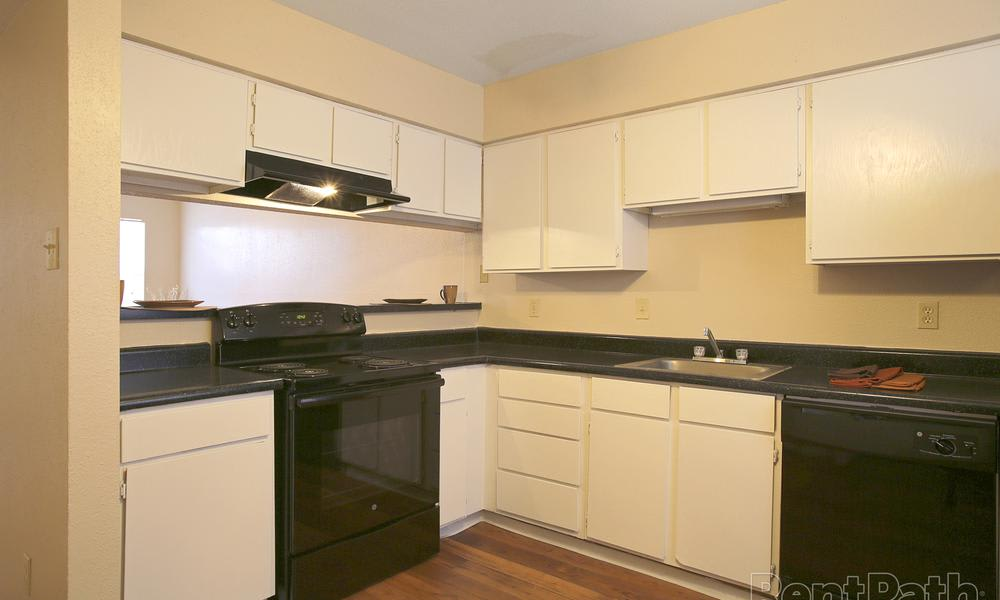 Renaissance Park Apartments offers a modern kitchen in College Station, TX
