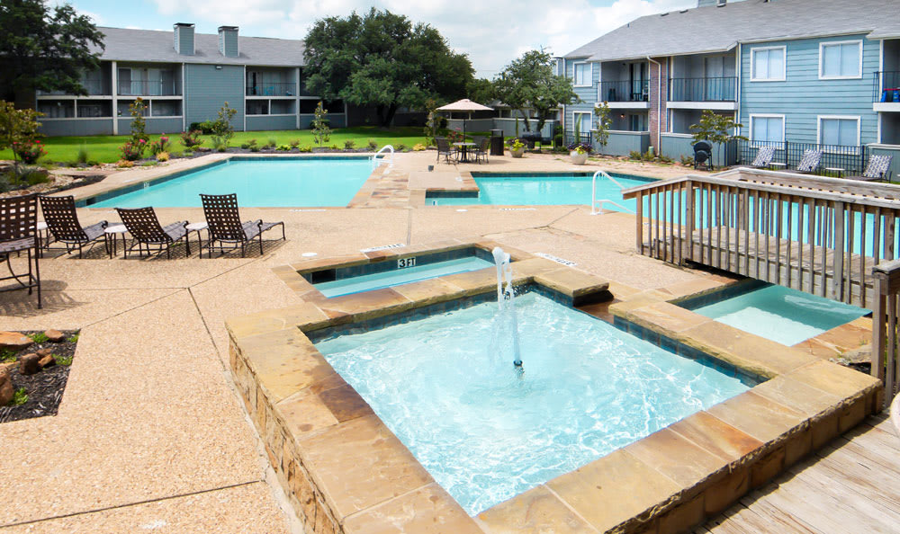 Pool and spa at Magnolia Crossing in Fort Worth