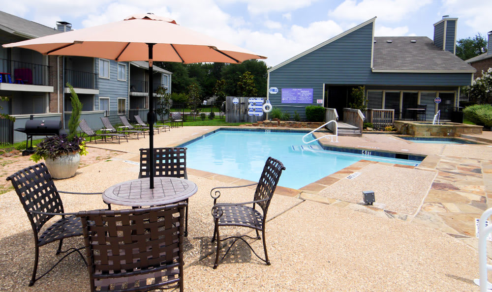 Lounge by the pool at Magnolia Crossing in Fort Worth
