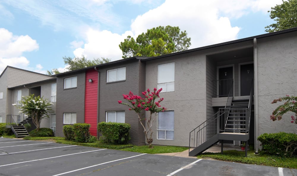 Beautiful exterior to apartments in Houston