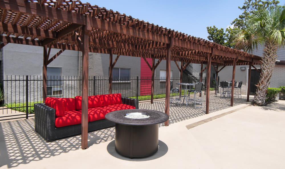 Lounge at the patio at Newport at Clear Lake