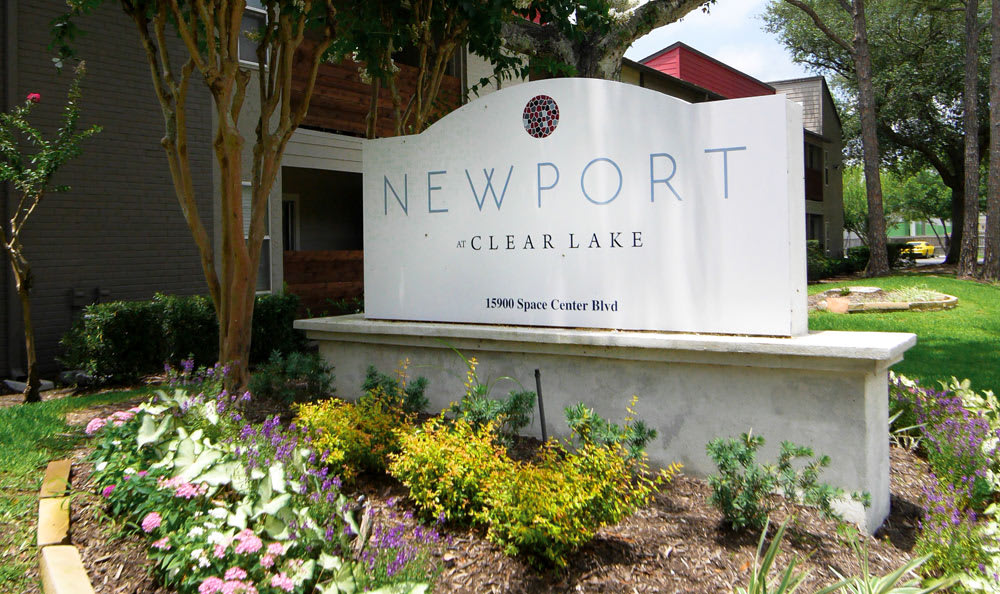 Sign for apartments in Newport at Clear Lake