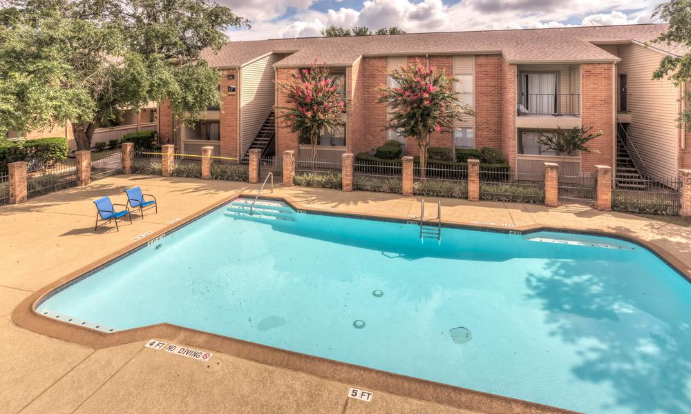 Swimming Pool at Verano Apartments in Houston, TX