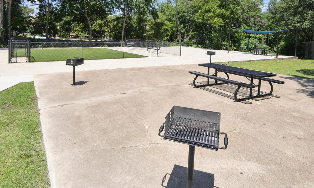 Wyndham Pointe offers park benches in Fort Worth, TX