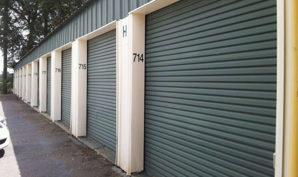 The self storage facility in Theodore, AL are clean and safe