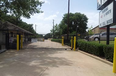 Secure, gated self storage at Lonestar Self Storage
