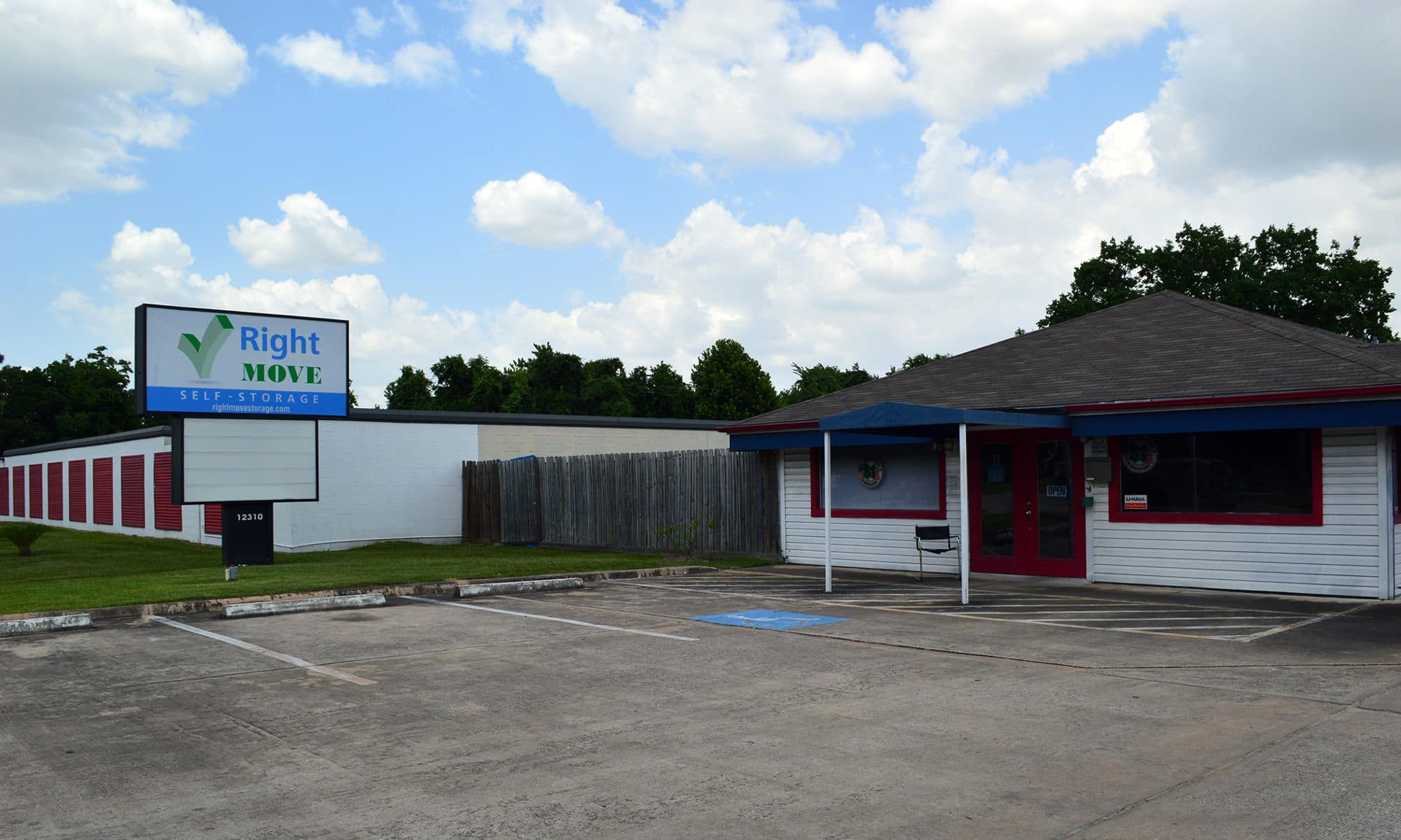 Check out the Right Move Storage location in Willowbrook!