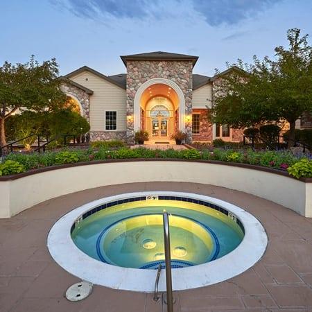 Legend Oaks Apartments hot tub