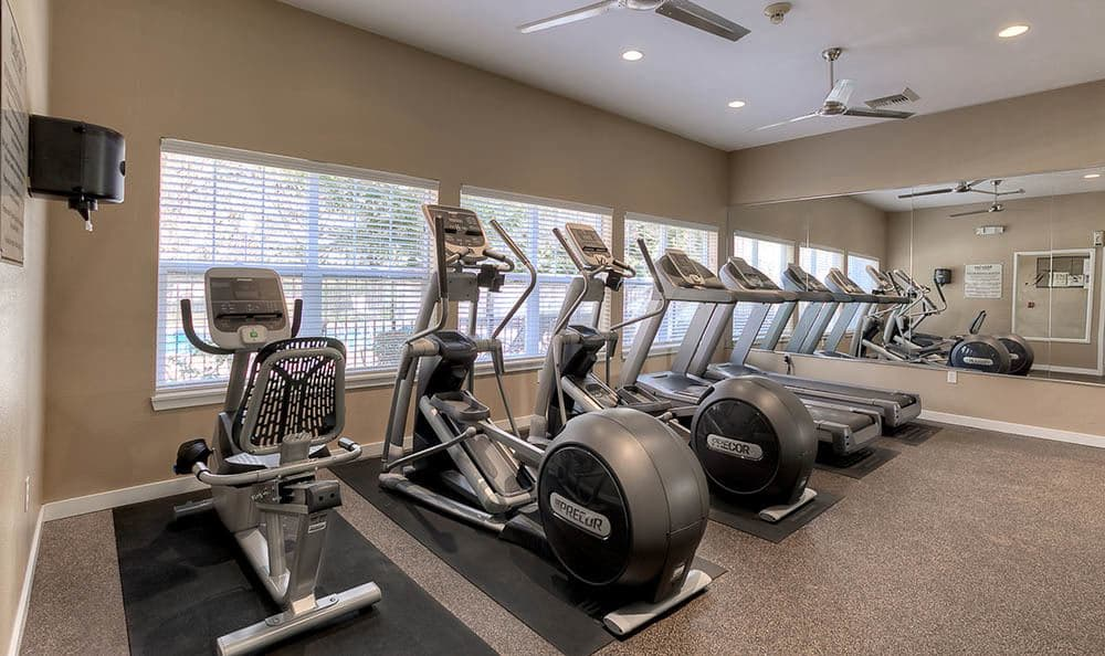 Pebble Cove Apartments with fitness center in Renton