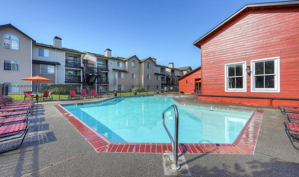 Pool And Sun Deck at Walnut Grove Landing Apartments in Vancouver, WA
