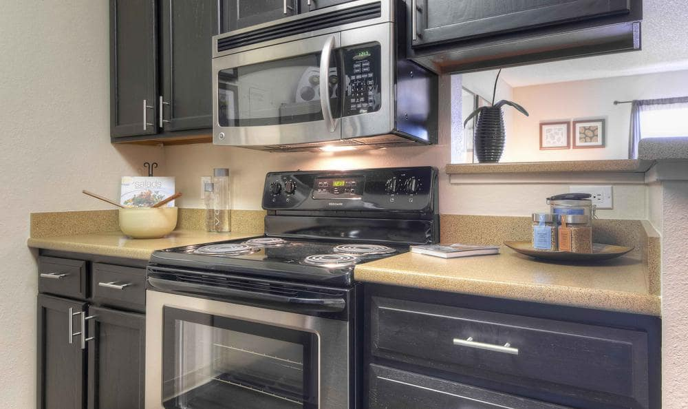 Fully Equipped Kitchen at Silver Reef Apartments in Lakewood, CO