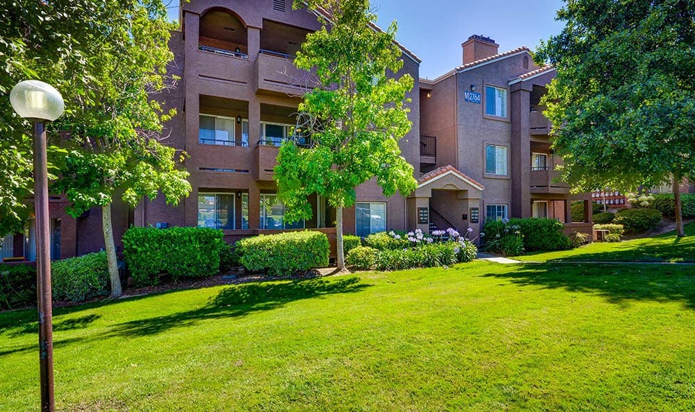 Courtyard at Sierra Del Oro Apartments