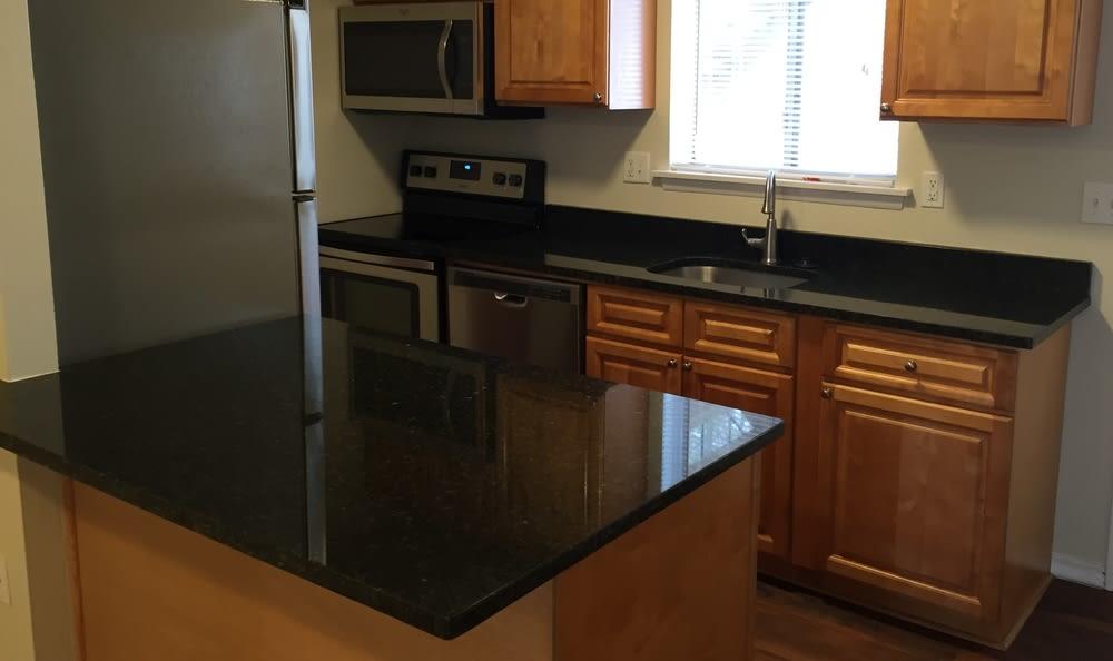 Farmington, CT Kitchen New Counters Apartments