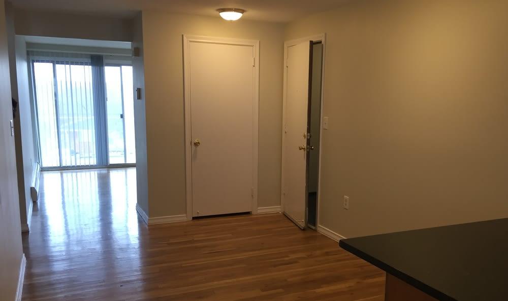 Farmington, CT New Renovated Hardwood Floor Apartments