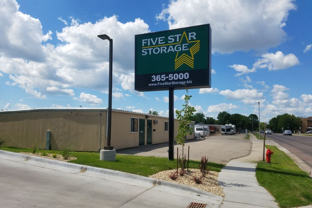 Five Star Storage in Fargo, North Dakota exterior storage units
