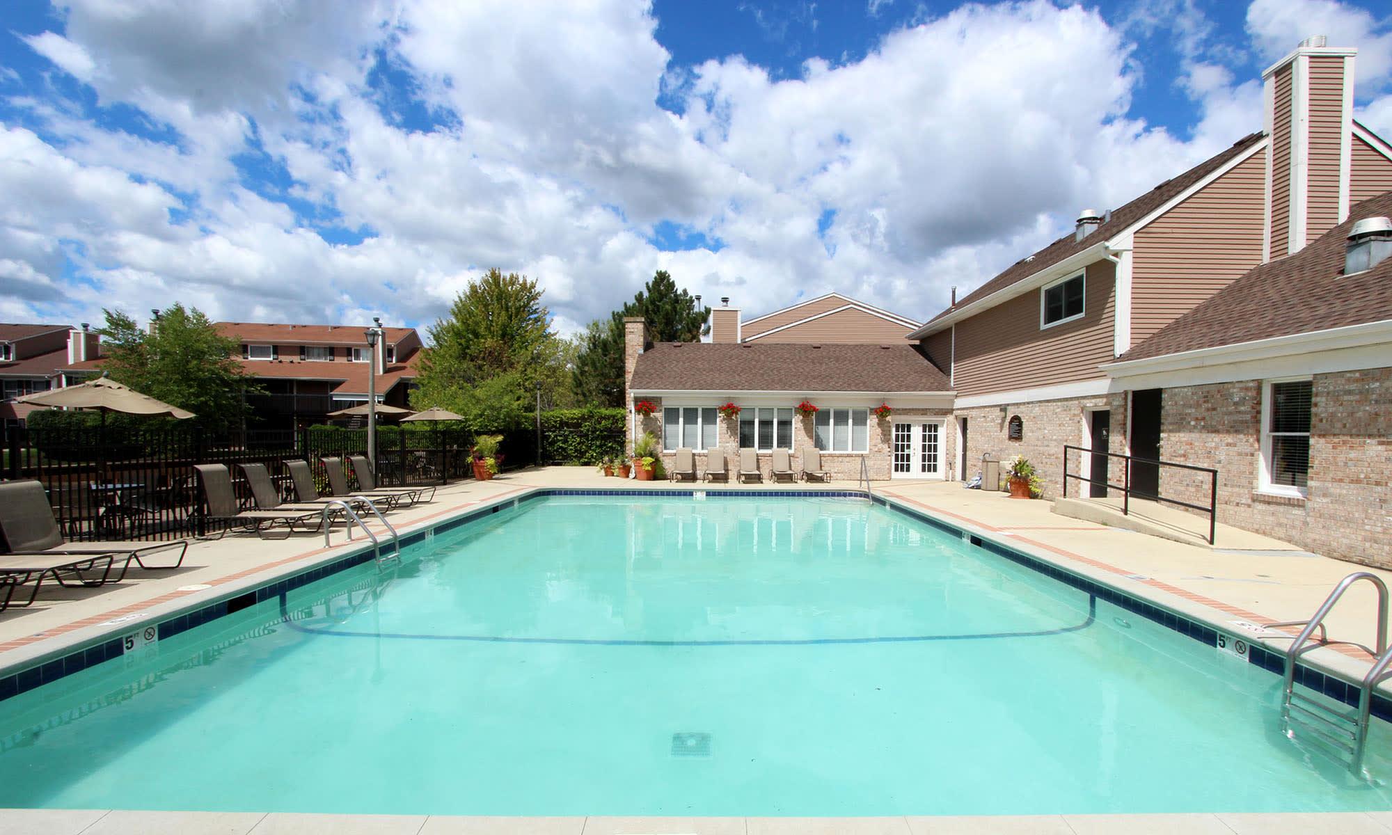 Aurora, IL Apartments & Townhomes for Rent | Aspen Place