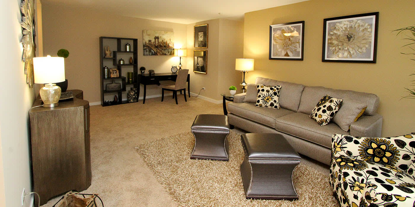Living room at Fieldpointe of Schaumburg in Schaumburg