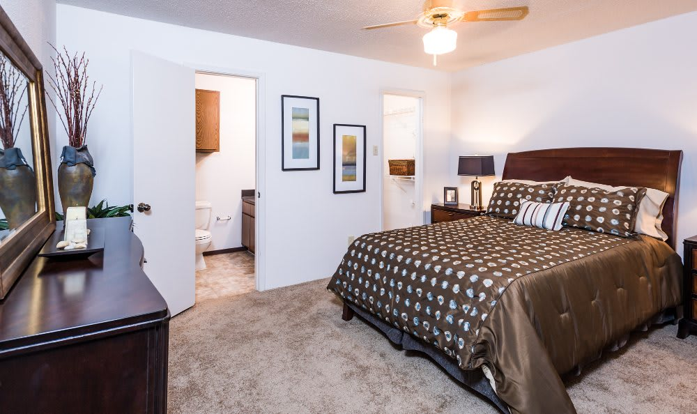 Fountainhead well decorated bedroom in San Antonio