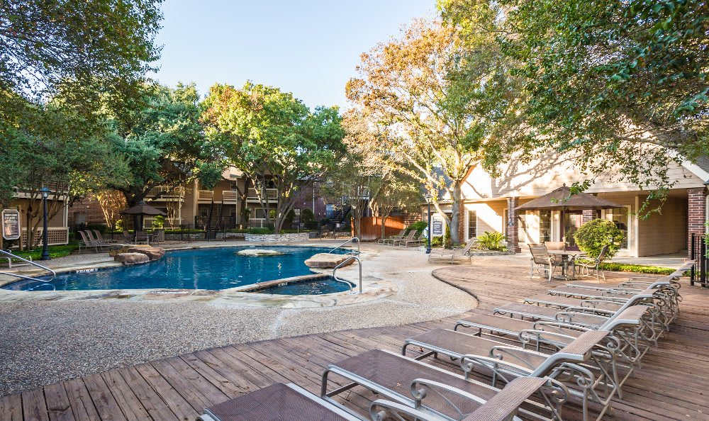 Resort-style swimming pool at Fountainhead in San Antonio