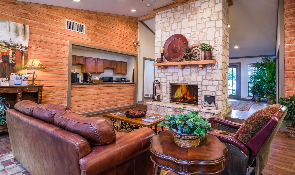 Clubhouse living room at Fountainhead in San Antonio
