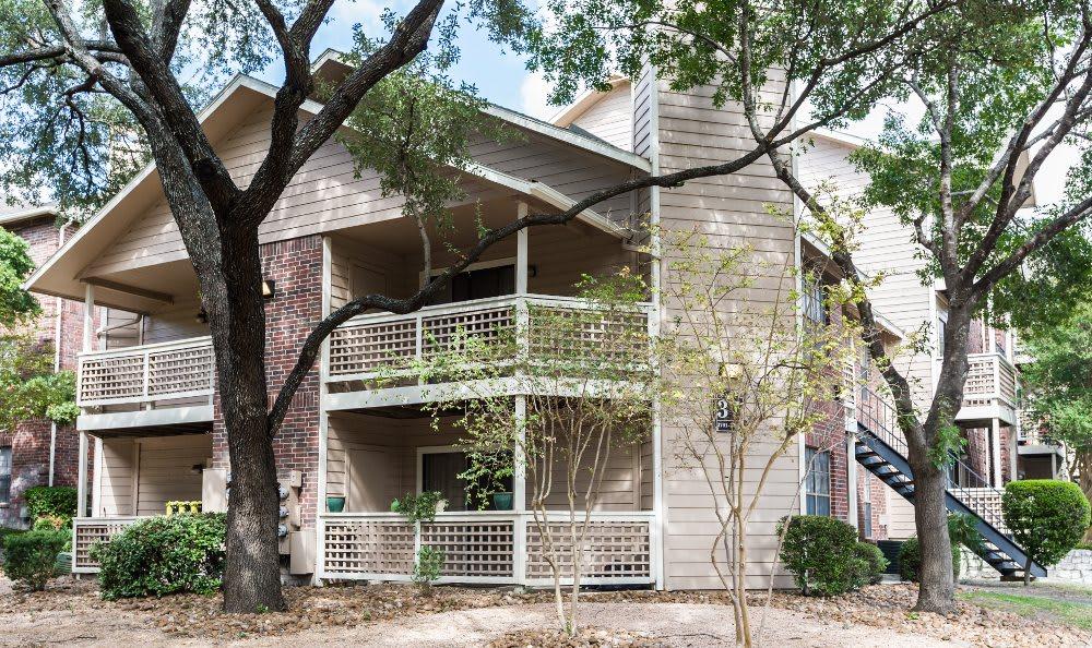 Exterior apartment building at Fountainhead in San Antonio
