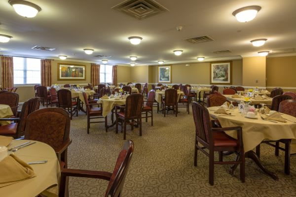 Dining room at Bentley Commons at Paragon Village