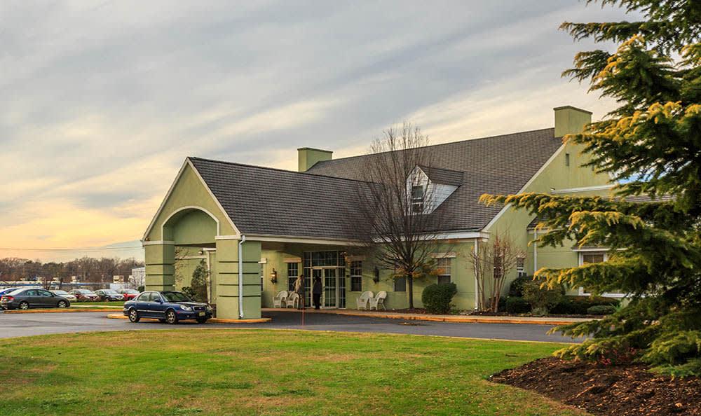 Landscaped Spaces at Ivystone Senior Living in Pennsauken, NJ