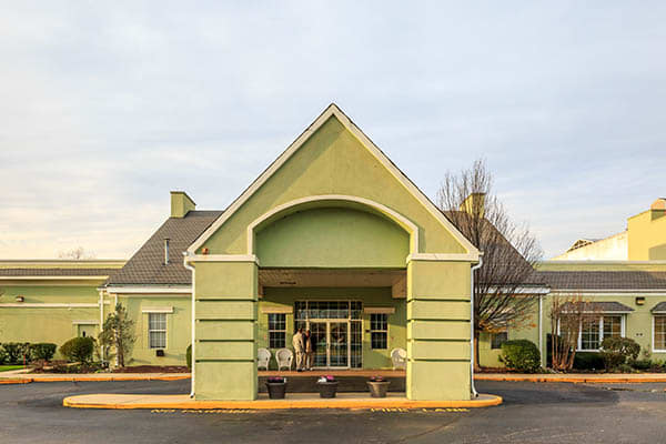 Covered entryway into Ivystone Senior Living