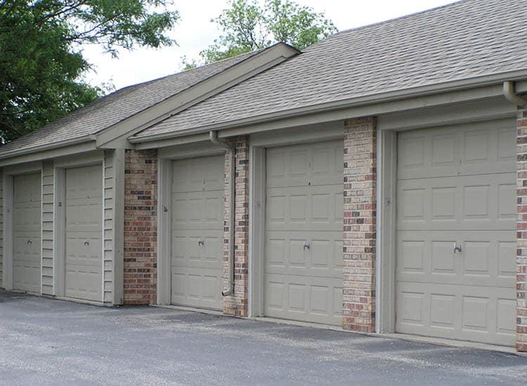 Garages At Bridlewood Apartments