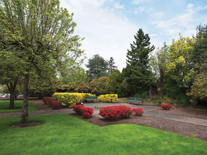 beautifully landscaped garden at St. Andrews Memory Care in Portland, OR