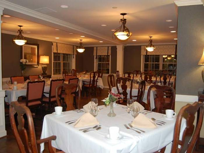 Beautiful dining room, where Pacifica Senior Living Victoria Court offers a full-service dining program