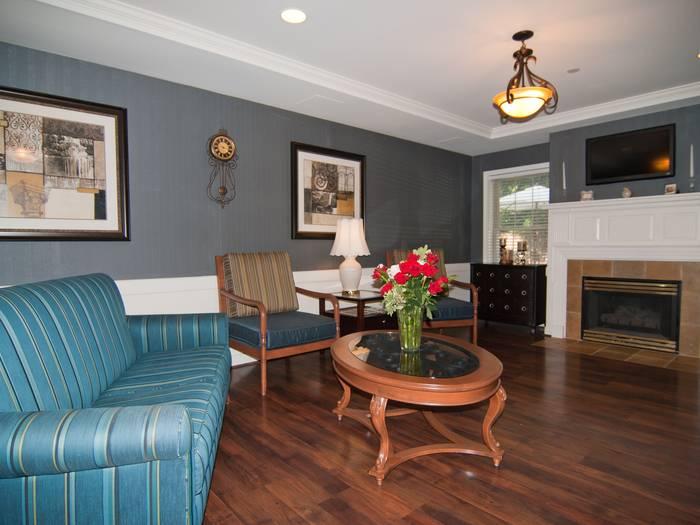 beautiful living room at Pacifica Senior Living Victoria Court in Cranston, RI