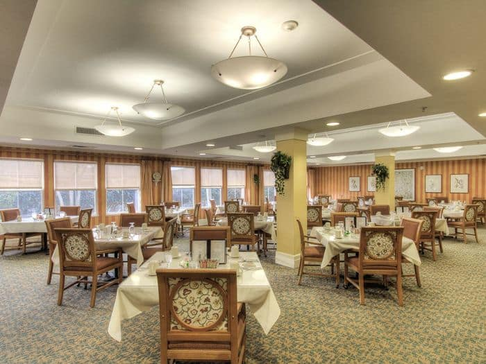 dining hall at Pacifica Senior Living Union City in Union City, CA