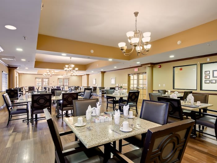 Community dining hall at Pacifica Senior Living Santa Clarita