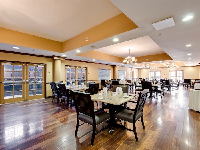 Dining area at Pacifica Senior Living Santa Clarita in Newhall, CA