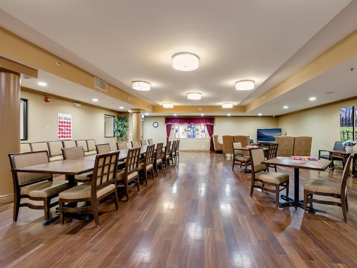 Pacifica Senior Living Santa Clarita community dining hall in California