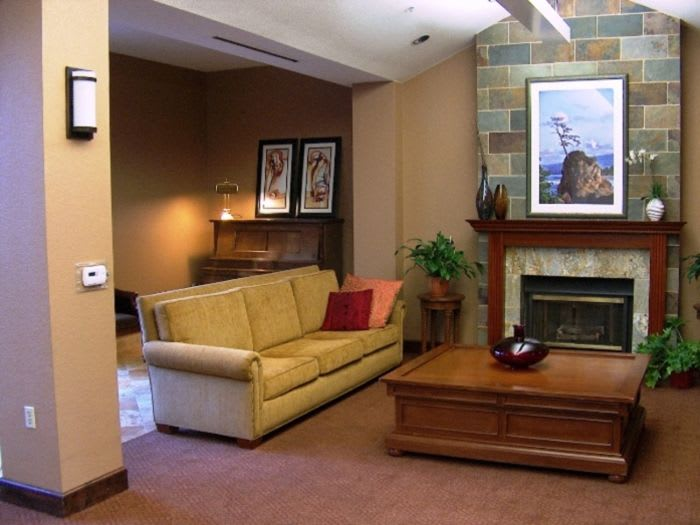 community space at Pacifica Senior Living San Leandro in San Leandro, CA