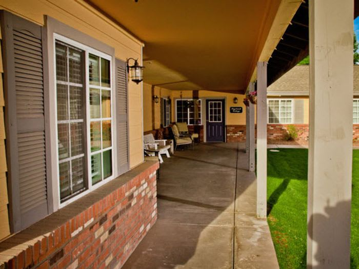 exterior view at Pacifica Senior Living Peoria in Peoria, AZ