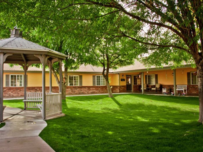 gazebo view at Pacifica Senior Living Peoria in Peoria, AZ