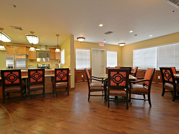 kitchen and dining area at Pacifica Senior Living Peoria in Peoria, AZ