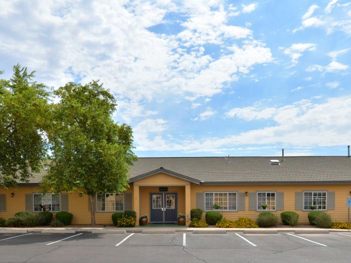 Front view of entrance at Pacifica Senior Living Paradise Valley in Phoenix