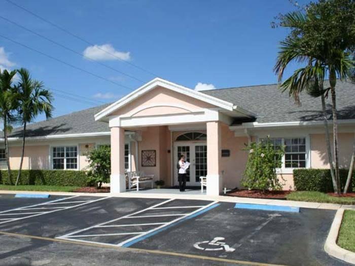 Entrance to Pacifica Senior Living Palm Beach