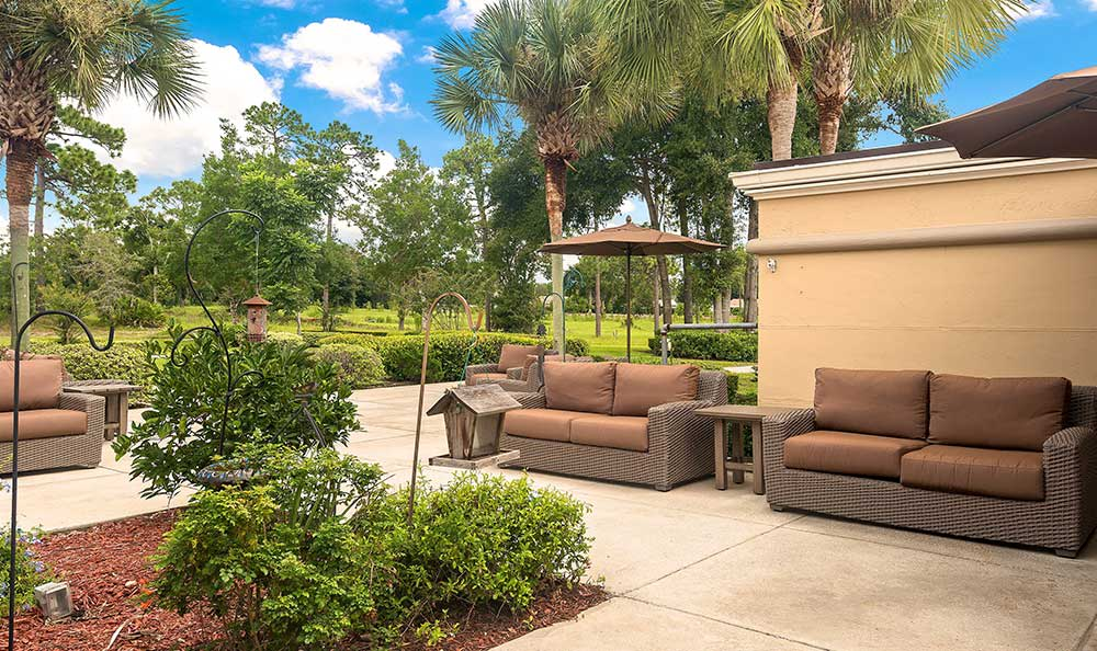 Outdoor sitting area at Pacifica Senior Living Ocala