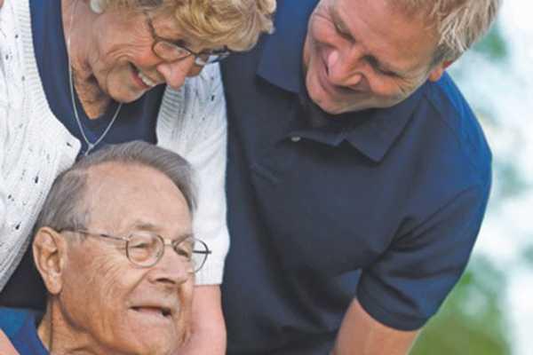 Professionals taking care of a senior in Pacifica Senior Living Ocala