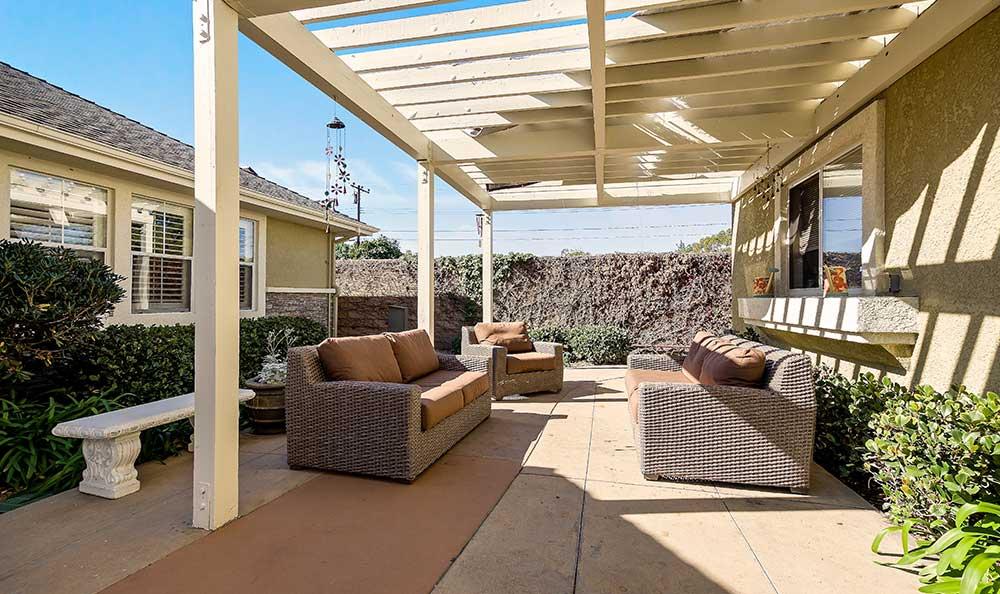Outdoor sitting area at Pacifica Senior Living Newport Mesa