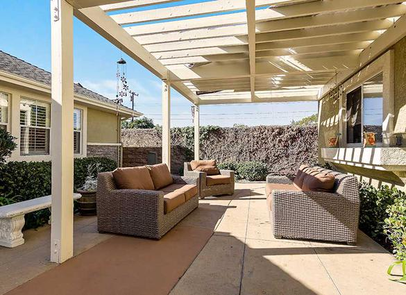 Outdoor sitting area at Pacifica Senior Living Newport Mesa